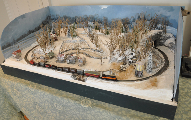 Christmas display layouts small model railroads - N scale train layouts small spaces paint ...