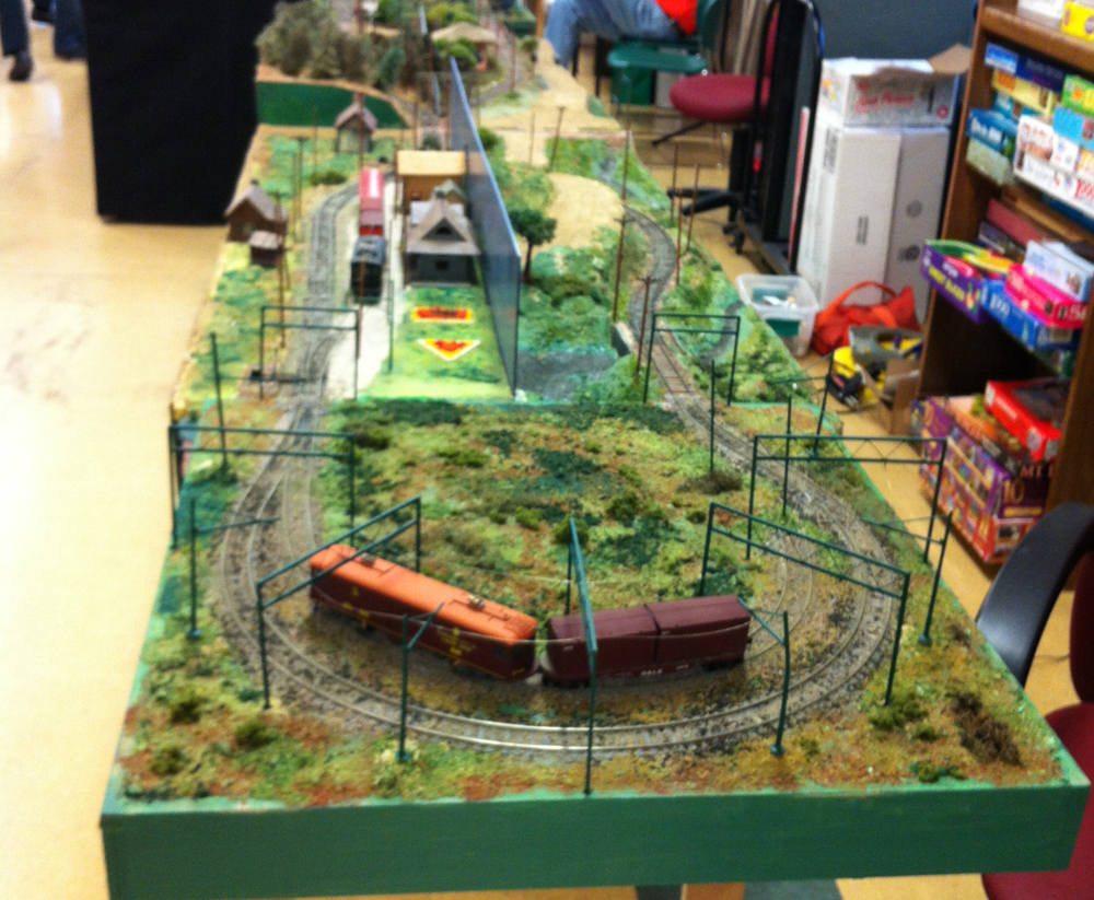 The second layout by tom is also z scale with three loops for a lot of running action the - Ho train layouts for small spaces image ...