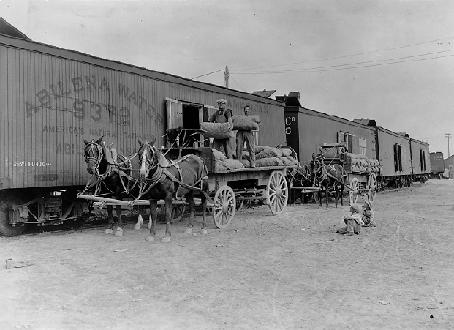 Team tracks allowed for direct loading of cars from wagons and trucks.