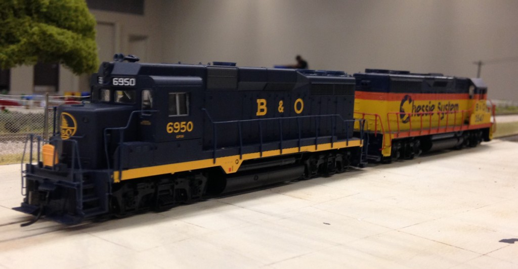 Dual unit setup comprised of GP30 drive unit and GP35 dummy locomotive with battery pack