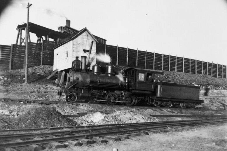 Q&TL Mogul at work in Hancock. Note the square water tank and the snow fence in the background.